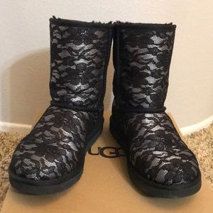 Short Ugg boots with lace and crystals